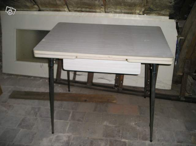 Table de cuisine avec tiroir bureau 36 ans formica rgine for Table inox de cuisine