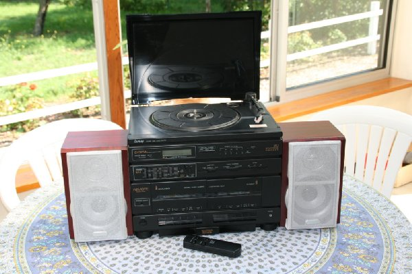 chaine hifi tourne disques lansay offre aquitaine rue du monteil 33390 blaye 40. Black Bedroom Furniture Sets. Home Design Ideas
