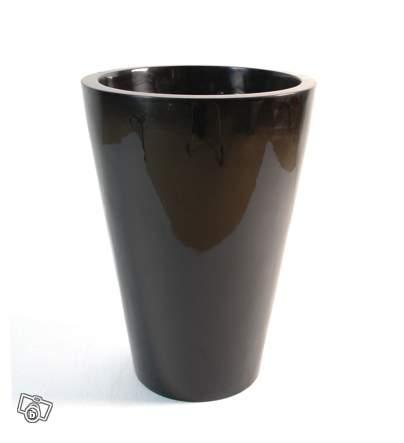 bac a fleur design cone pot offre paris 75019 paris 150. Black Bedroom Furniture Sets. Home Design Ideas