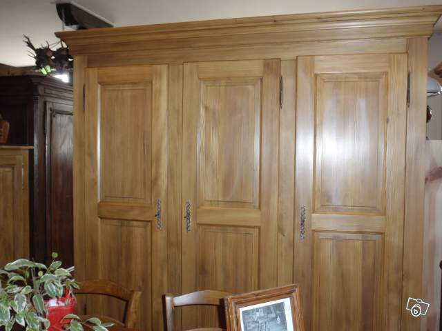 armoire sapin 3 portes offre haut rhin 68500 guebwiller 1900. Black Bedroom Furniture Sets. Home Design Ideas