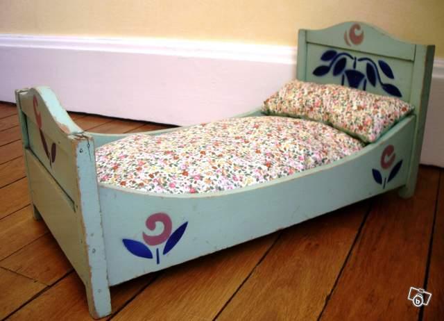 lit de poup e ancien vintage ann es 40 offre allier 03200 43. Black Bedroom Furniture Sets. Home Design Ideas