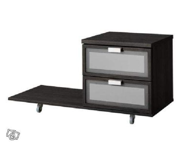 hemnes table de chevet ikea le tiroir facile ouvrir et. Black Bedroom Furniture Sets. Home Design Ideas